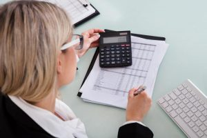 Организация отражает списание стоимости проданных товаров проводка