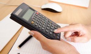 Как правильно удержать подоходный налог по договору и перечтслить